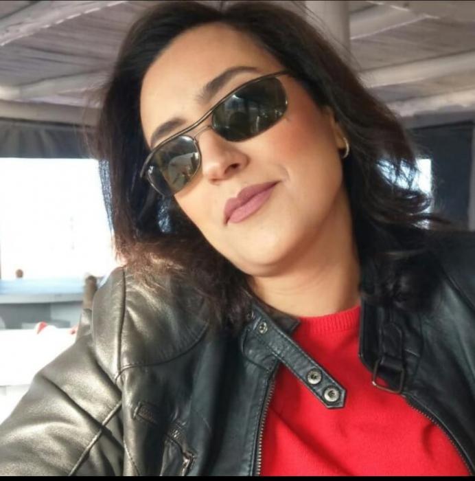 *الفنانة  العصامية مريم بن معروف المغربية تخلق الجدل بلوحاتها التجريدية*... صور