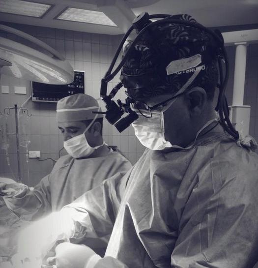 وزير الصحة جابر يجري اول عملية كي للعصب المسبب لتسارع دقات القلب في مستشفى حمزة