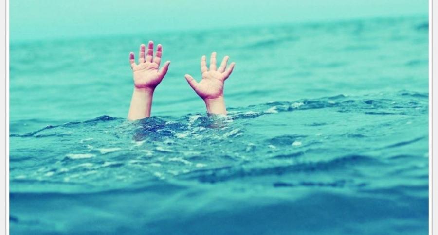 الدفاع المدني ينقذ شخصان من داخل مياه البحر الميت