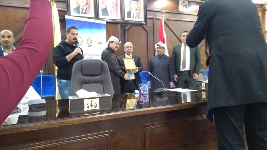 الاتحاد العربي للعمل التطوعي يكرم رطروط