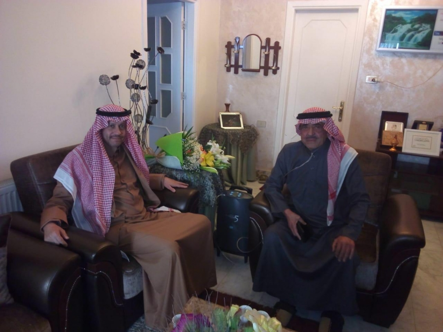 سفير المملكة لدى الأردن ولمسه وفاء مع المذيع غالب كامل.