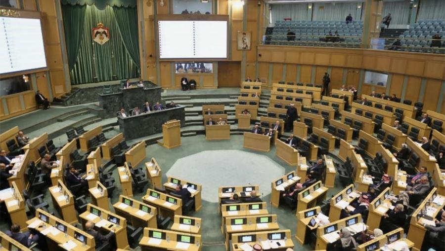 النواب يدعو إلى دعم إجراءات الحكومة والجيش