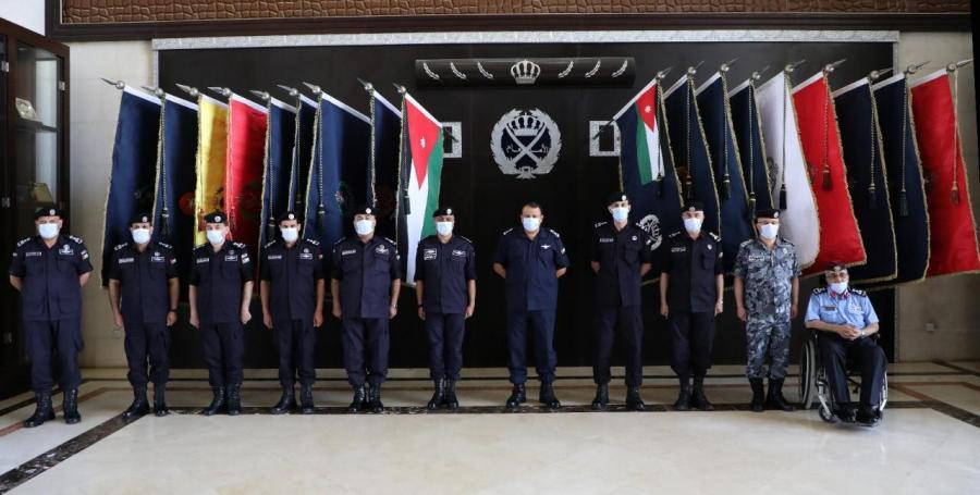 الحواتمة يقلد الرتب الجديدة لكبار الضباط