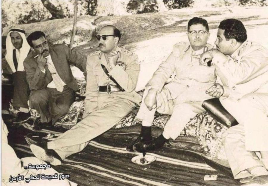 صورة نادرة يظهر فيها المرحوم معالي المشير حابس المجالي والمرحوم معالي محمد نزال العرموطي وعدد من الشخصيات
