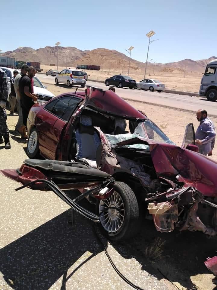 وفاه و٥ إصابات اثر حادث تصادم بين مركبة وتري لا ما قبل قبان القويره بإتجاه عمان