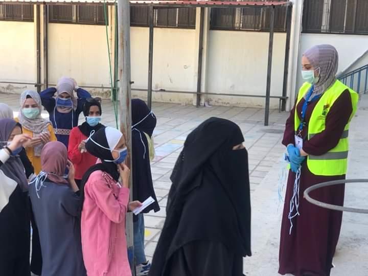 التكافل الخيرية  توزع الأكف والكمامات لطلاب الثانوية في النعيمة .