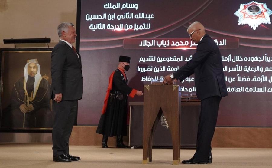 منح الدكتور ياسر الجلاد على وسام الملك عبدالله الثاني للتميز