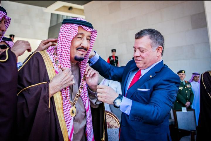 الملك يتبادل التهاني مع خادم الحرمين الشريفين بمناسبة عيد الأضحى المبارك