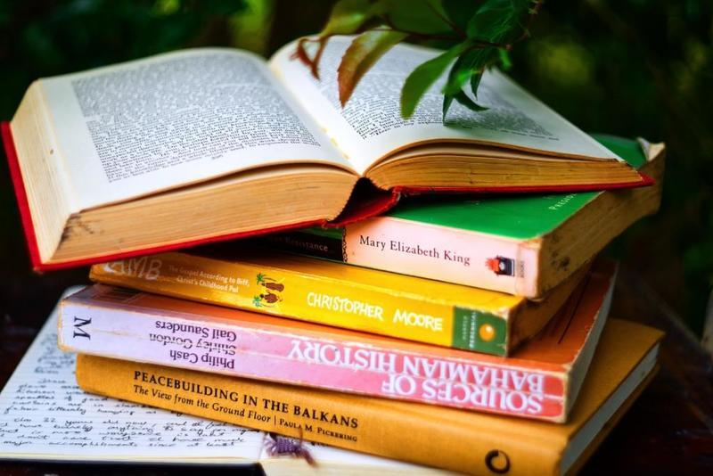 اليك على فوائد الكتب...