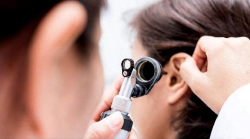 مجلة طبية: كورونا قد يسبب فقدان السمع