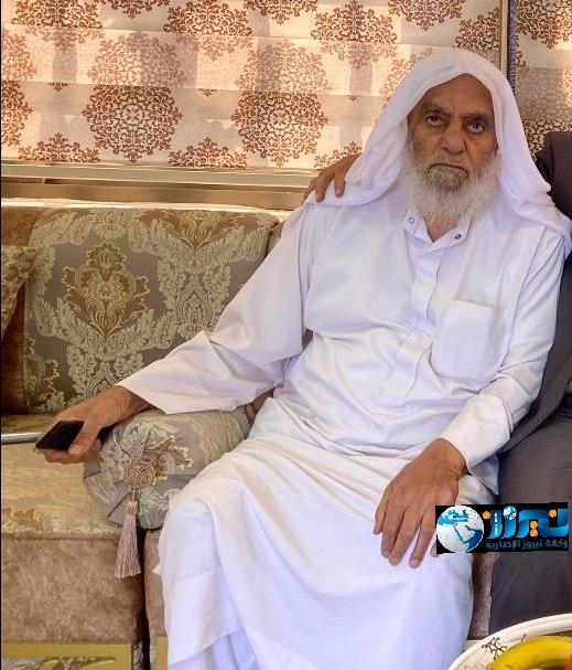 الشيخ اسماعيل سمور إمام المسجد الحسيني الأسبق في ذمه الله