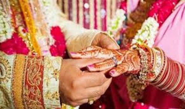 عريس هندي يهرب من حفل زفافه وأحد المعازيم يتزوج عروسه