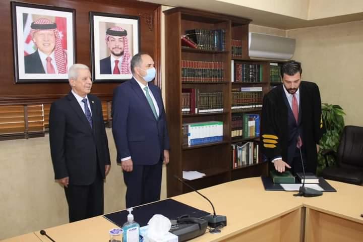 الاعلامي  القضاة يُهنئ ابن شقيقه المحامي سالم بمناسبة تأديته القسم