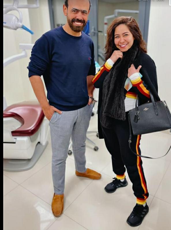 شيرين عبد الوهاب تظهر أخيرا برفقة طبيبها الخاص