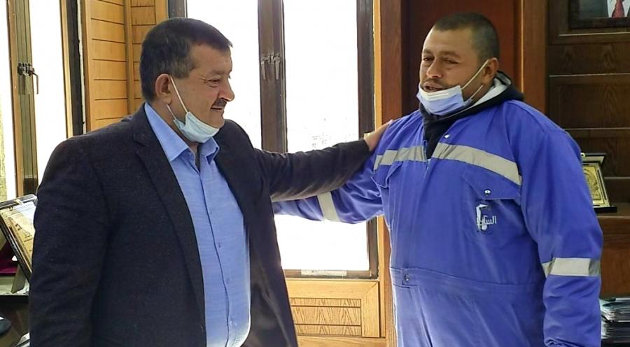 بلدية السلط تكرم عامل وطن على أمانته .. صور