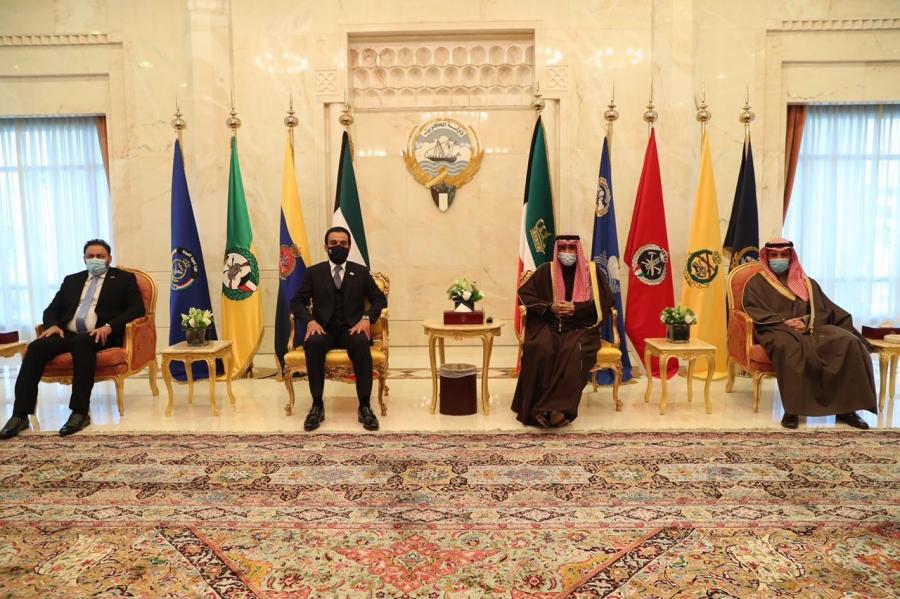 رئيس مجلس النواب يلتقي أمير الكويت... صور