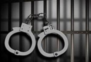 إلقاء القبض على شخص سرق مادة البنزين من احدى المركبات في اربد