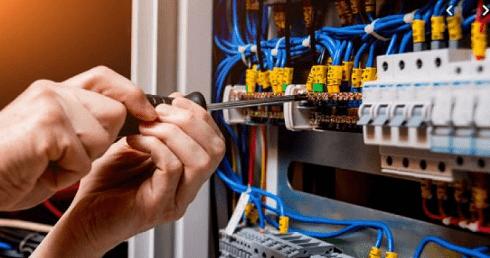 فصل التيار الكهربائي لمدة 8 ساعات عن مناطق في إربد و المفرق .. أسماء