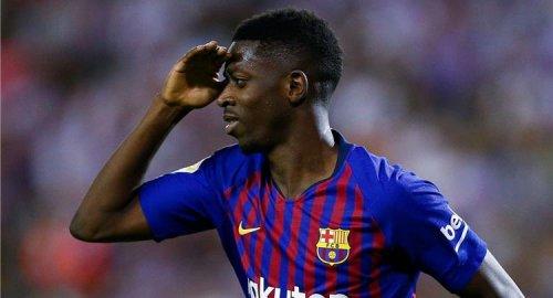 ديمبلي يلقى الكرة في ملعب برشلونة