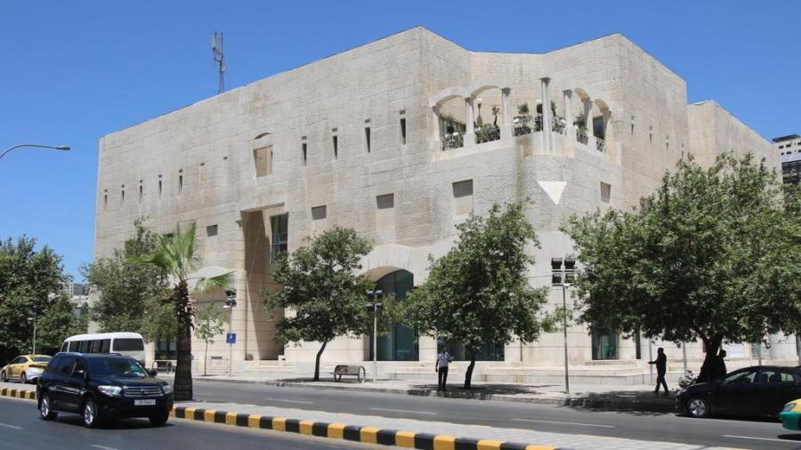 انذار 86 منشأة في عمان الاثنين