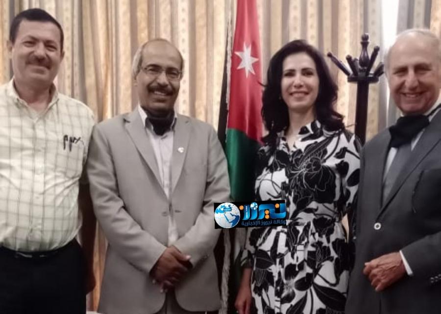 د. البستاني مع وفد من مجموعة الثقافة والفنون في زيارة لمدير عام المركز الثقافي الملكي صور وفيديو