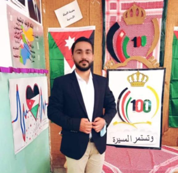 الناشط الاجتماعي معاذ الحوري يشارك مدرسة حور الثانوية للبنات الإحتفال بمئوية الدولة الاردنية