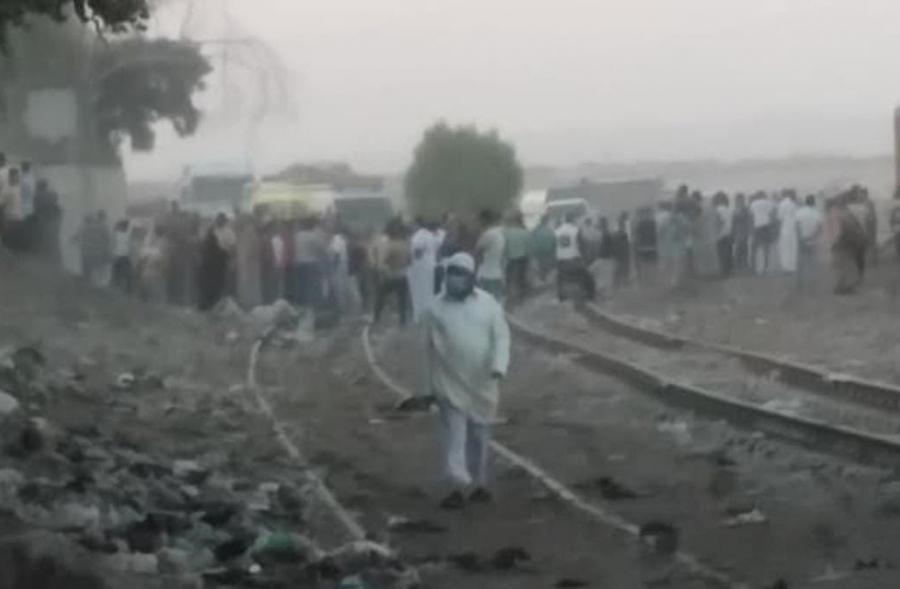 حادث مأساوي في مصر.. قطار يدهس حافلة ومقتل 4 عمال
