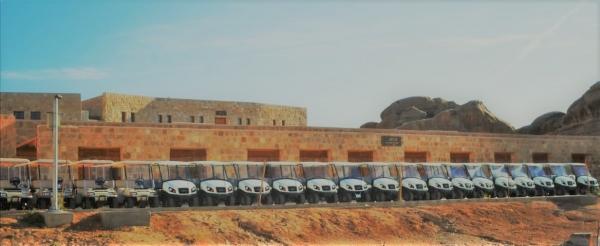 أسطول من السيارات الكهربائية لخدمة السياح في مدينة البتراء