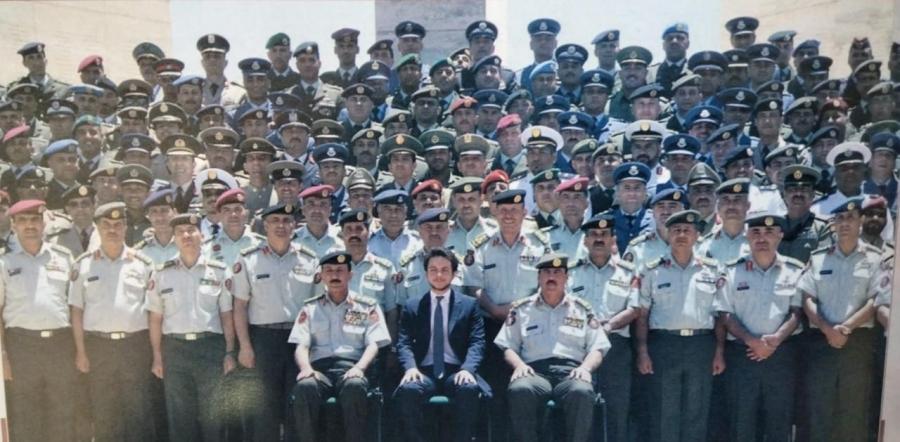 صورة من ذاكرة الجيش العربي ...لولي العهد الأمير الحسين ابن عبد الله