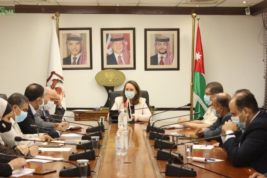 خلال لقاء لبحث اعطاء مسارات سريعة للشركات المنضمة الى صنع في الأردن