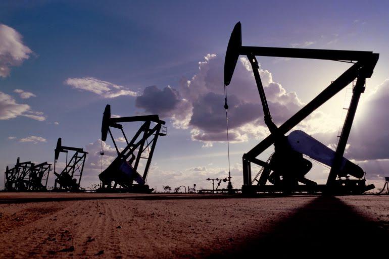النفط يهبط دون 71 دولارا للمرة الأولى في أكثر من شهر