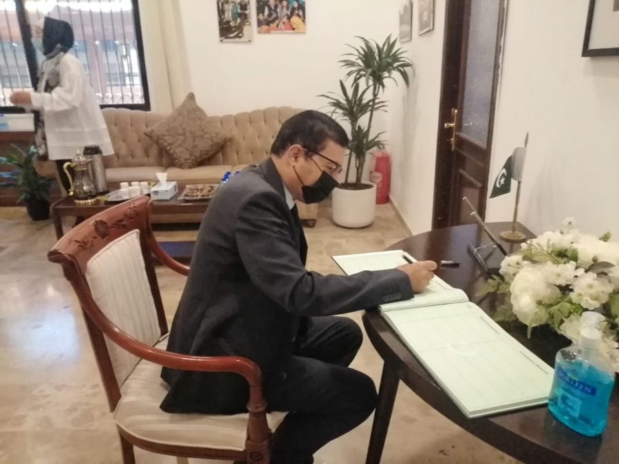 المؤرخ العرموطي يقدم التعازي بوفاة الرئيس الباكستاني الراحل  ممنون حسين... صور وفيديو٠٠