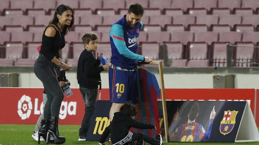 في ظل عدم ارتباطه بأي فريق.. ميسي يجري حصة تدريبية مع أطفاله فيديو