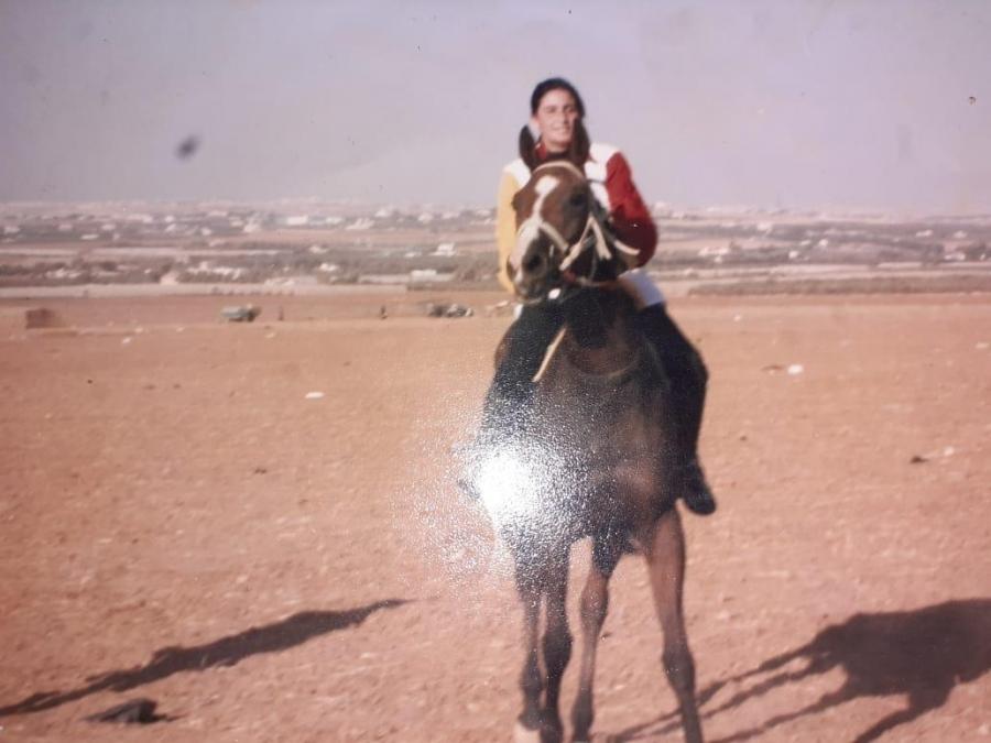 أماني القيسي أصغر فتاة  استعدت لسباقات رياضة الخيول