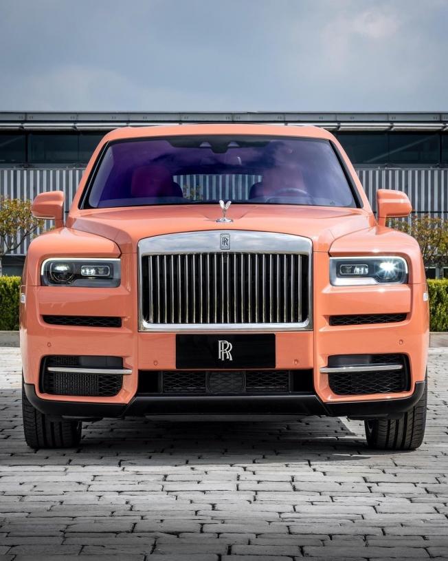 رولز رويس تكشف عن نسخة خاصة من سيارة كولينان SUV بلون جديد ومميز،فمن هو العميل... صور