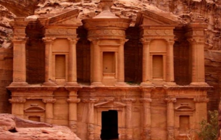 الفايز مليون سائح زار الأردن في 2021