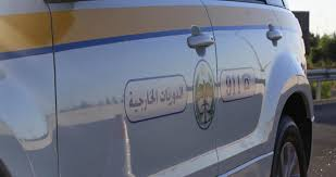 3 إصابات بحادث تصادم وانقلاب مركبة على الطريق الصحراوي