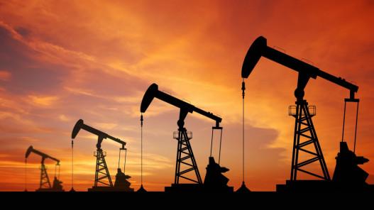 النفط يبلغ قمة 6 أسابيع بفعل مخاوف من تعطل إمدادات أميركية