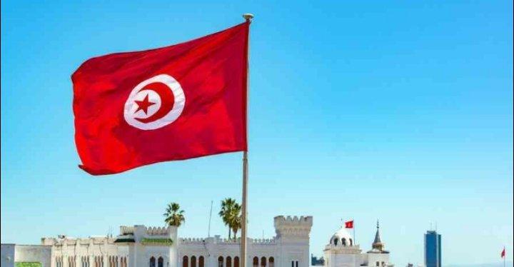 تونس ترفع القيود الصحية عن الوافدين الملقحين ضد كورونا